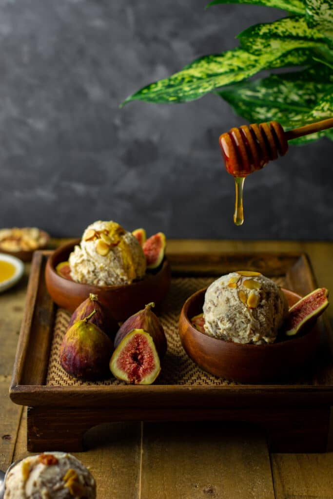 Honey roasted figs and almonds cheesecake ice cream