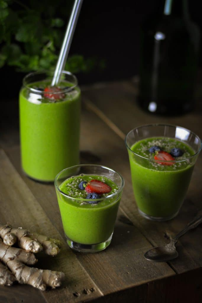 Tropical kale and ginger smoothie